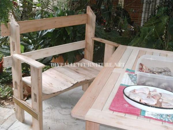 Belle banc construit avec palettes planches 1