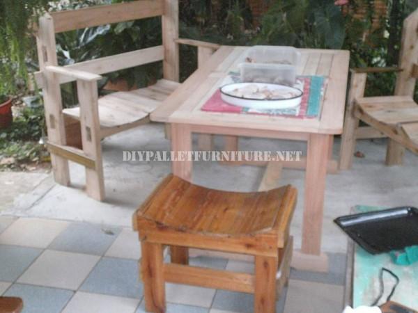 Belle banc construit avec palettes planches 2