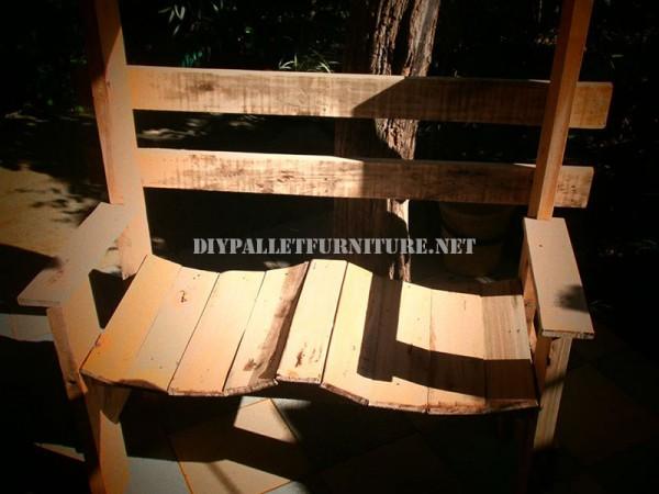 Belle banc construit avec palettes planches 4