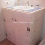 Cabinet pour l'évier de la salle de bain fait avec palettes