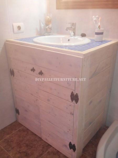 Cabinet pour l'évier de la salle de bain fait avec palettes 1