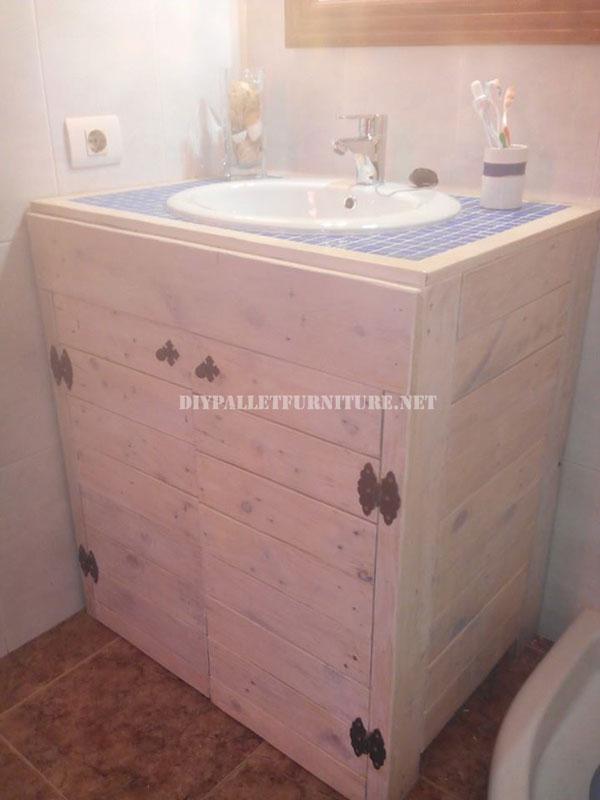 cabinet pour l vier de la salle de bain fait avec palettesmeuble en palette meuble en palette. Black Bedroom Furniture Sets. Home Design Ideas