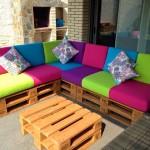 Canapé de couleur pour la terrasse