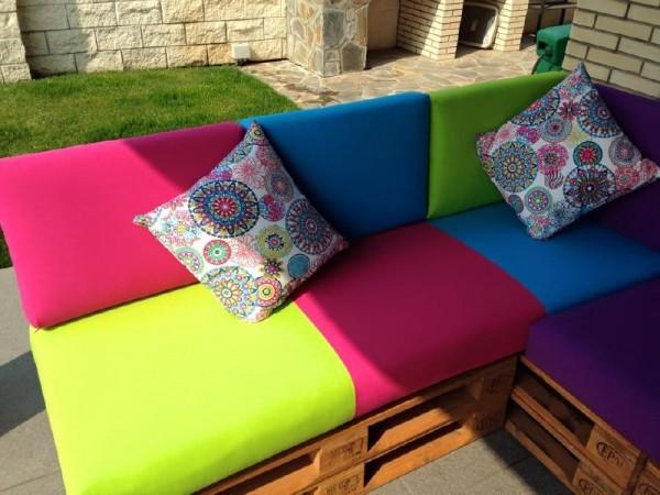 Canapé de couleur pour la terrasse 2