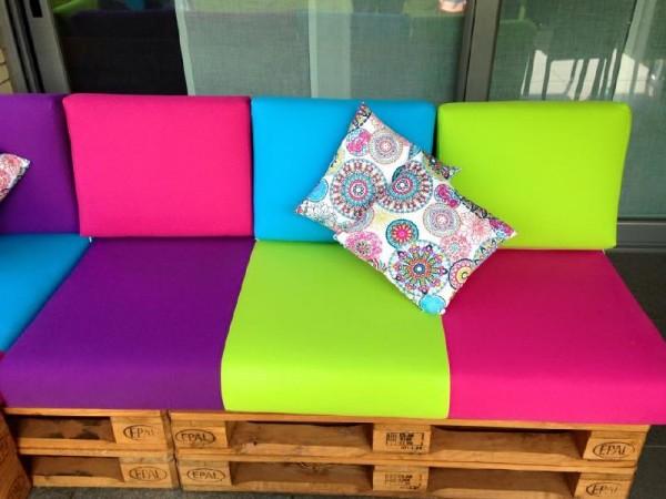Canapé de couleur pour la terrasse 3