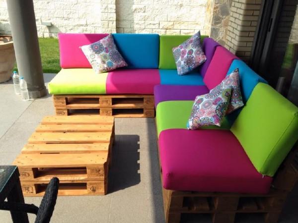 Canapé de couleur pour la terrasse 4