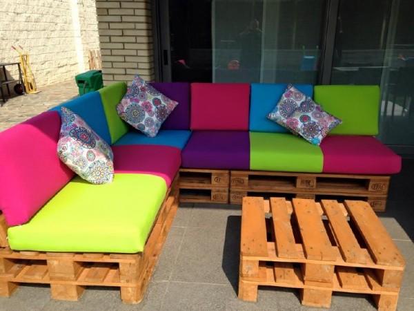 Canapé de couleur pour la terrasse 5