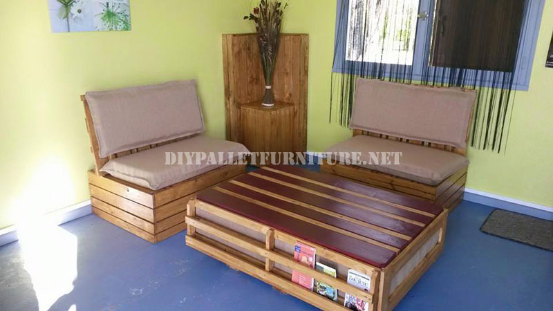 canap et table en plein air avec des palettesmeuble en palette meuble en palette. Black Bedroom Furniture Sets. Home Design Ideas