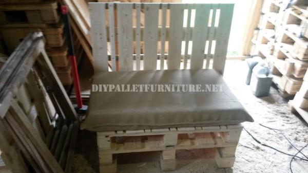 Canapé et table en plein air avec des palettes 3