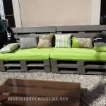 Canapé et table pour la cour avec palettes