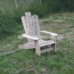 Chaise Adirondack construite avec des planches de palettes
