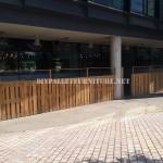 Clôture pour une terrasse bar-restaurant fait avec palettes