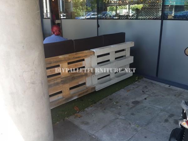 Clôture pour une terrasse bar-restaurant fait avec palettes 7