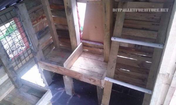 Poulailler construit avec palettes planches 3