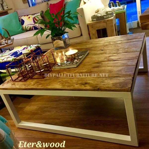 Table réalisé avec des planches de palettes et une structure tubulaire métallique 1