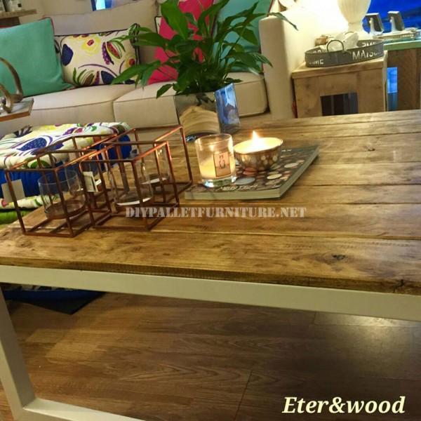 Table réalisé avec des planches de palettes et une structure tubulaire métallique 3