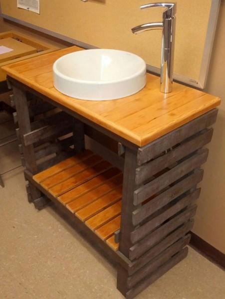 les 18 meilleures id es de meubles de palettes pour votre salle de bainmeuble en palette. Black Bedroom Furniture Sets. Home Design Ideas