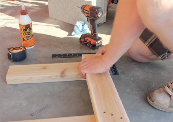 Banc construit avec planches de palettes intercal smeuble - Construire un banc avec des palettes ...