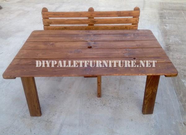 Banc et table faite avec des palettes pour la cour 5