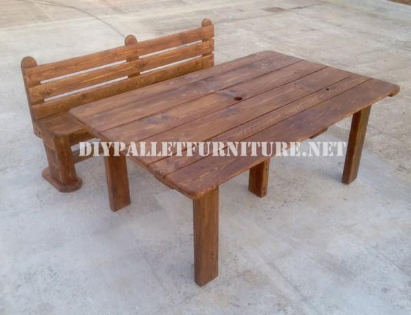 Banc et table faite avec des palettes pour la cour 6