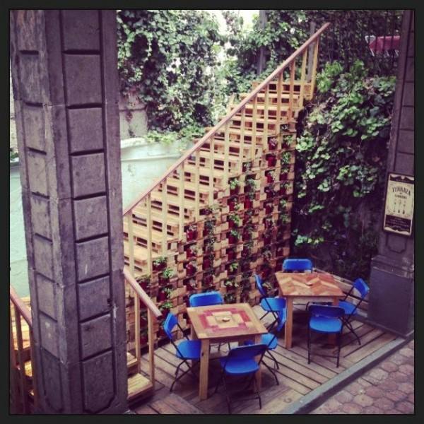 Bar à Casa Fusion, Mexique, entièrement meublée avec des palettes 4