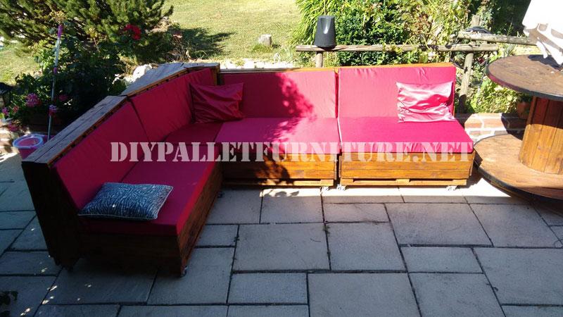 Canapé d'angle fait avec palettes