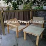 Chaises extérieures de palettes pour la terrasse