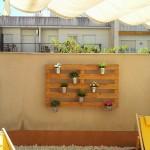 Comme il est facile de créer un jardin vertical avec des palettes!