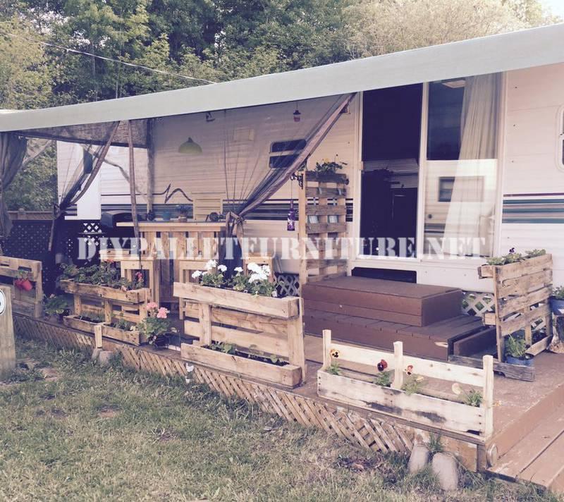 Comment d corer la terrasse de votre maison mobile avec des palettesmeuble en palette meuble - Maison en palette ...