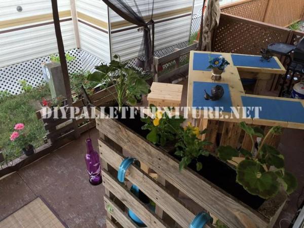 Comment décorer la terrasse de votre maison mobile avec des palettes 3