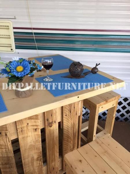 Comment décorer la terrasse de votre maison mobile avec des palettes 8