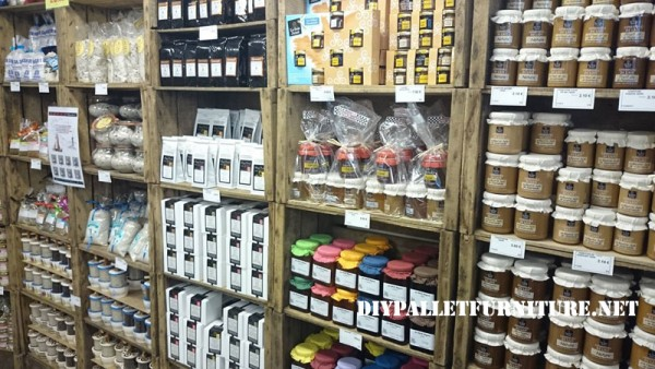 magasins d alimentation fournis avec des bo tes de fruitsmeuble en palette meuble en palette. Black Bedroom Furniture Sets. Home Design Ideas
