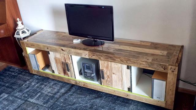 Meuble TV fait d'une bibliothèque EXPEDIT et palettesMeuble en Palette  Meub -> Meuble Tv Fait En Palette