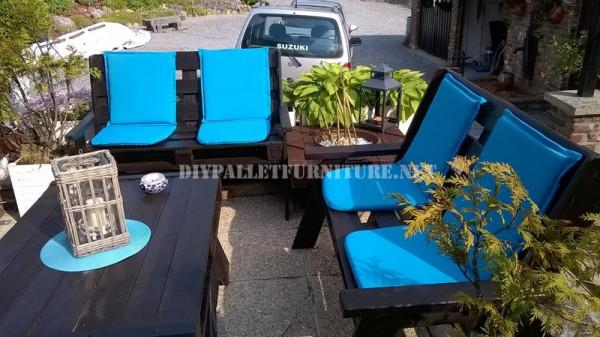 Mobilier de jardin construite avec des palettes et une terrasse recyclé 1