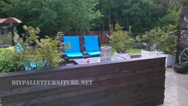 Mobilier de jardin construite avec des palettes et une terrasse recyclé 4