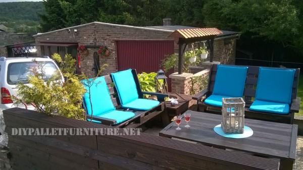 Mobilier de jardin construite avec des palettes et une terrasse recyclé 5