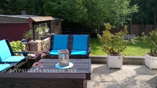 Mobilier de jardin construite avec des palettes et une terrasse recyclé 6