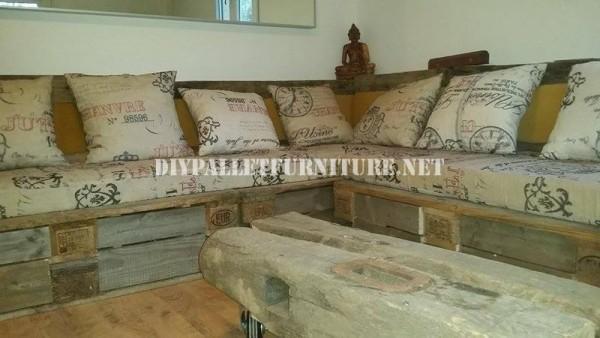 Rustique canapé d'angle construite avec des palettes 1