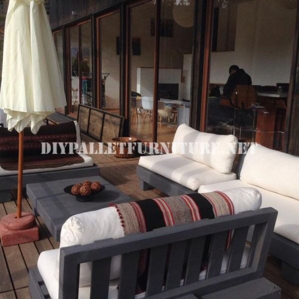 Set de meubles avec des palettes pour la terrasse 3