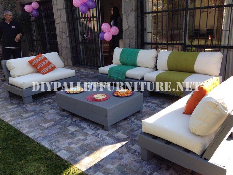 set de meubles avec des palettes pour la terrasse 8meuble en palette meuble en palette. Black Bedroom Furniture Sets. Home Design Ideas