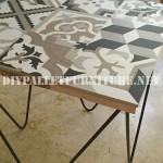 Table de design décoratif faite de planches de palettes