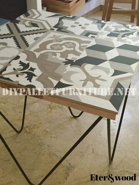 Table de design décoratif faite de planches de palettes 1
