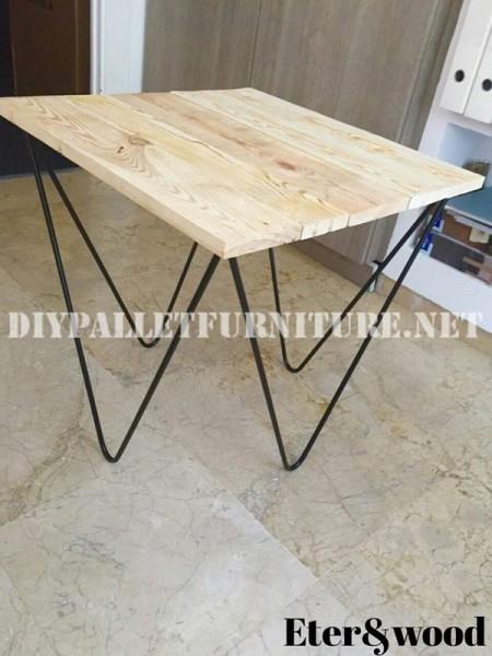 Table de design décoratif faite de planches de palettes 2