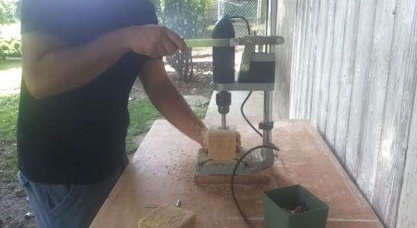 Tutoriel vidéo sur la façon de faire un chandelier avec un bloc de bois 2