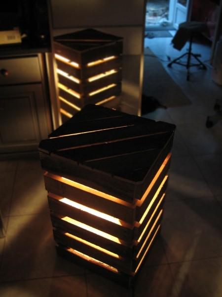 Lampes de chevet en forme de cube fait avec palettes 2
