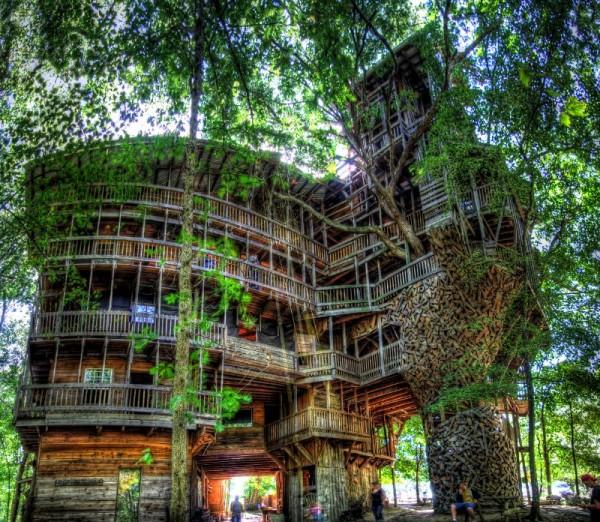 Une u00e9norme maison de lu2019arbre construite en bois recyclu00e9Meuble en Palette : Meuble en Palette
