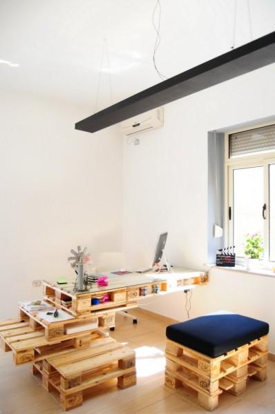 bureau super cool avec des palettesmeuble en palette meuble en palette. Black Bedroom Furniture Sets. Home Design Ideas