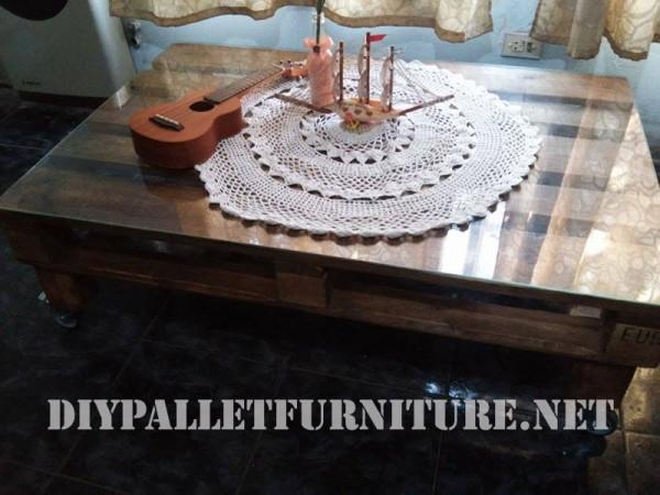 Deux palettes pour une table basse dans le jardin pictures - Que mettre sur une table basse ...