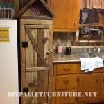 Armoire garde-manger pour la cuisine faite avec des palettes