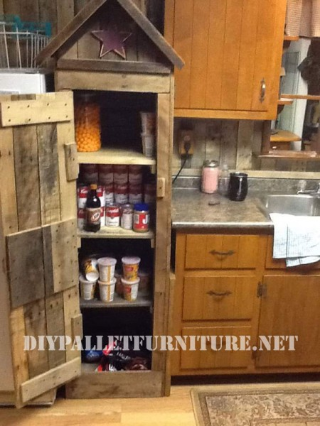armoire garde manger pour la cuisine faite avec des palettesmeuble en palette meuble en palette. Black Bedroom Furniture Sets. Home Design Ideas